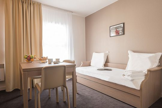 2 logement tudiant le mans. Black Bedroom Furniture Sets. Home Design Ideas
